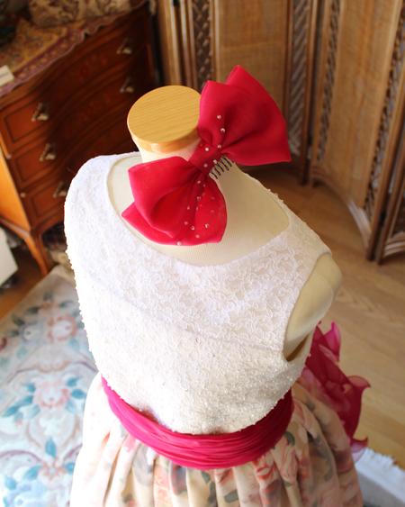 ドレス全体をトータルコーディネート ヘッドドレスのリボンの髪飾り