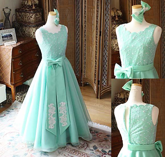 綺麗なエメラルドグリーンと長いリボンが特徴のジュニアドレス 中学生や高校生向けのロングドレス