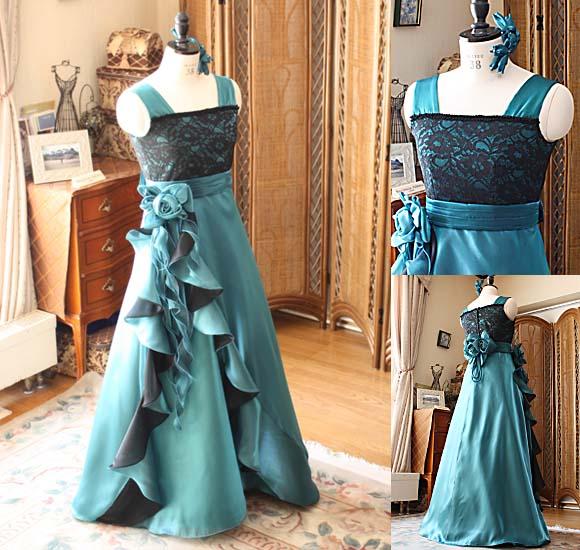 左右非対称デザインとステージに映えるデザインをプラスしたジュニアドレス