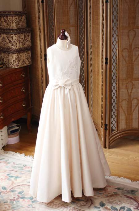 スレンダーラインのドレス
