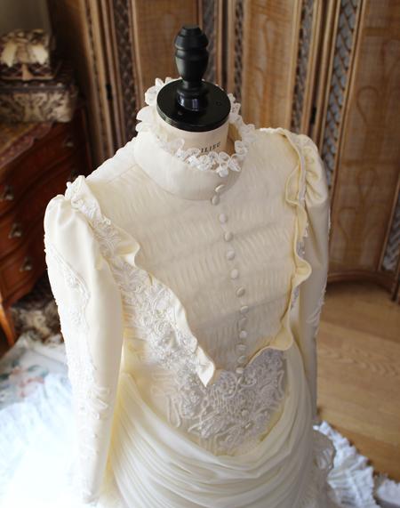 細かい細工と丹精込めて作られたドレス