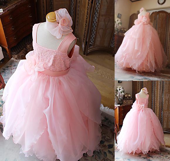 サーモンピンクの可愛らしいドレス