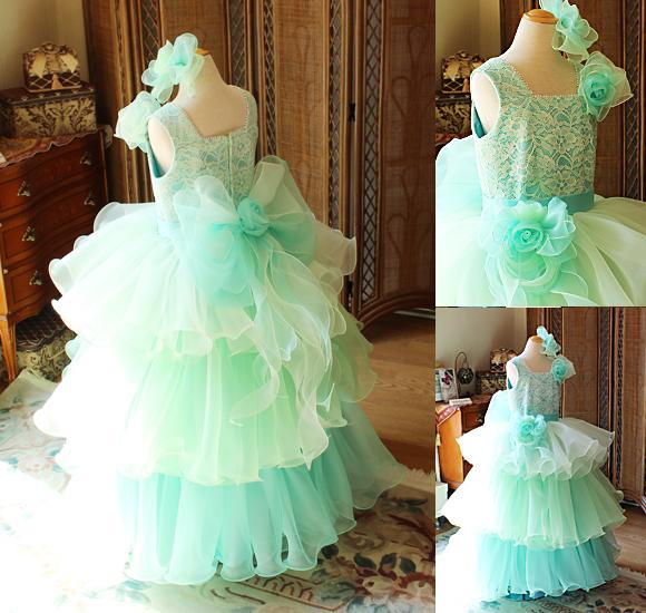 ボリュームのある子供用ドレス