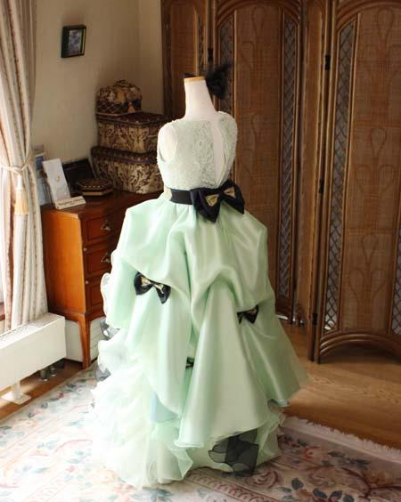 ドレープタッキングデザインのスカート