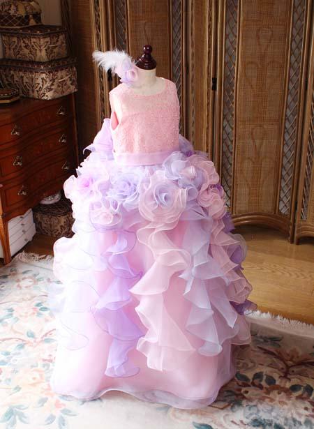豪華なフリルとインパクトを与えるジュニアドレス