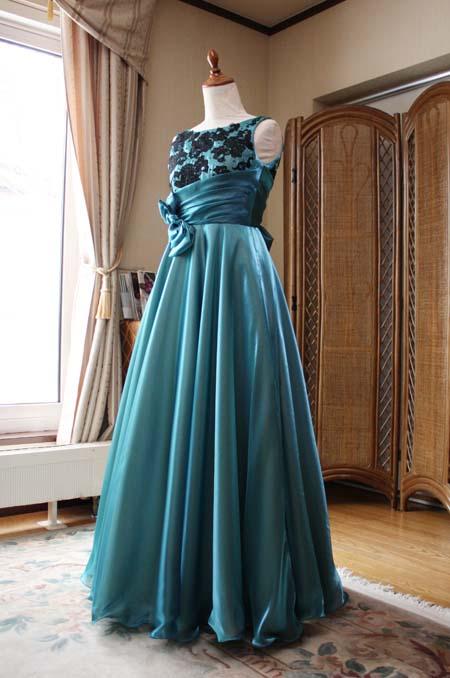 ロングドレスを美しく表現する重要な生地素材