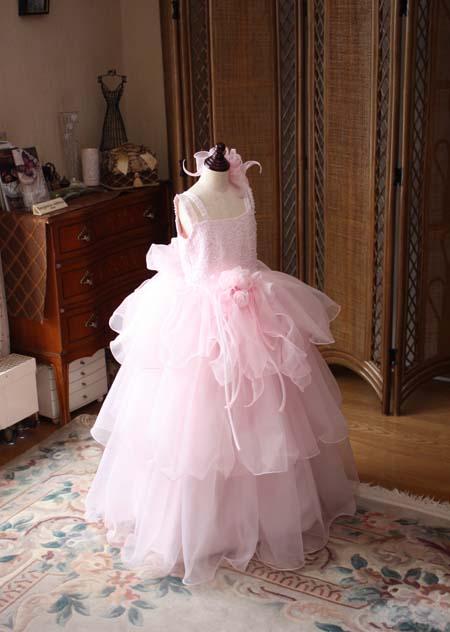 ステージに映えるピンクの演奏者向けドレス