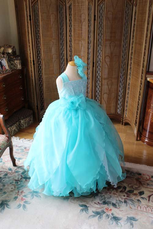 エメラルドグリーンの演奏家向けドレス