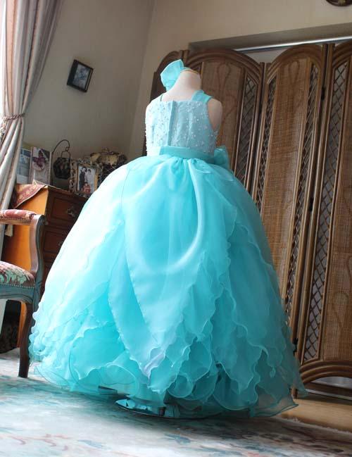ボリューム感のある可愛らしい子供用ドレス