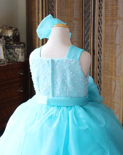ドレスの背後のデザイン