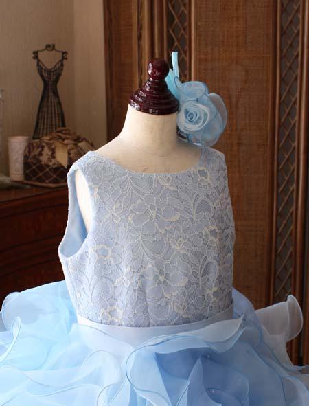 ラウンドネック ドレスのデザイン