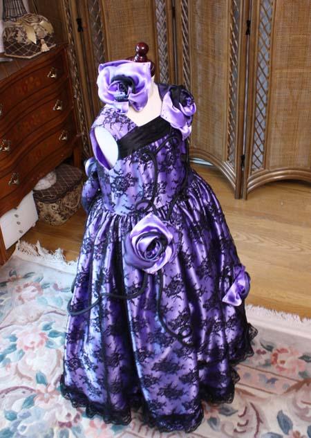豪華な印象を与える子供用のドレス