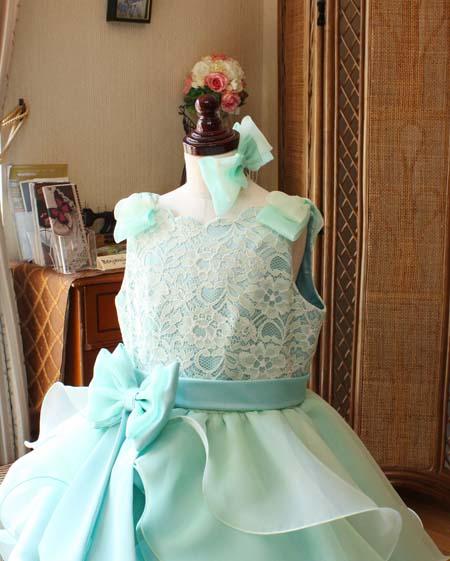 主役を演じる胸元のデザイン 子供用ドレス