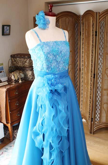 ドレスに合わせるコサージュ ポイントデザイン