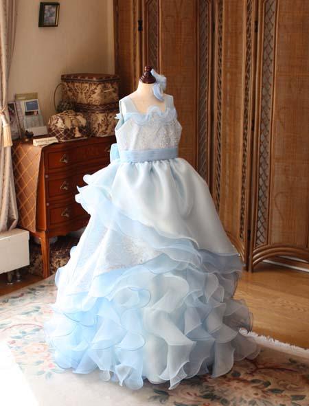 ピアノの演奏者用ドレスのデザイン構成