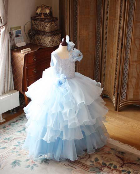 ブルーのグラデーション ボリュームのあるスカートドレス