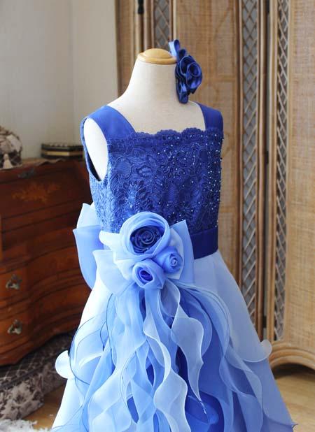 ドレスの胸元のデザイン ドレスの詳細