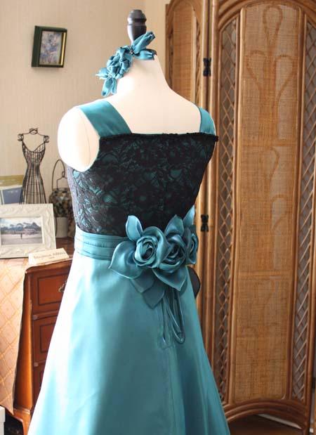 ウェストのコサージュ ロングドレスのデザイン