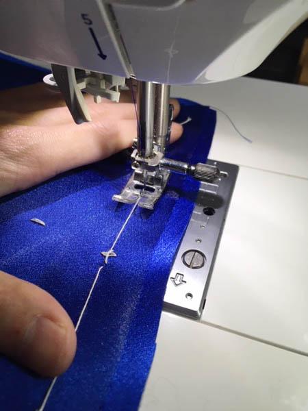 生地と見頃の縫い合わせ ドレス製作
