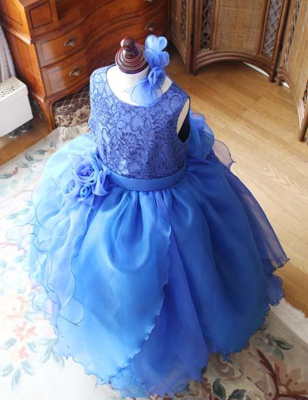 お花を連想させるドレスのデザイン