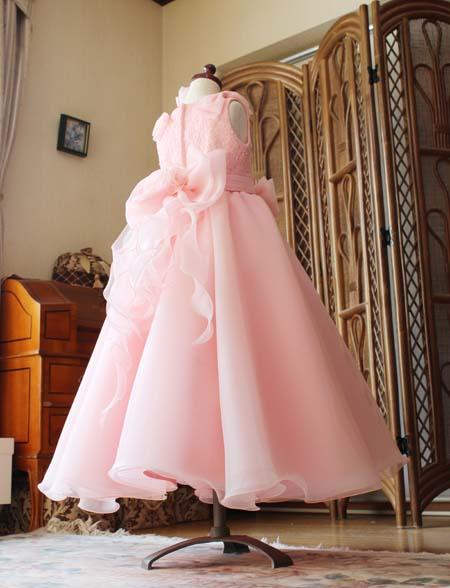 サーモンピンクの綺麗な配色