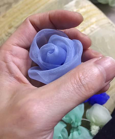 コサージュ 蕾から花びらを広げて製作