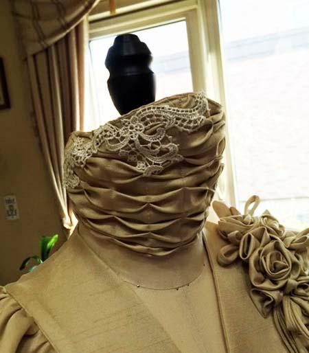 フォーマルドレスに合わせたマスクのデザイン