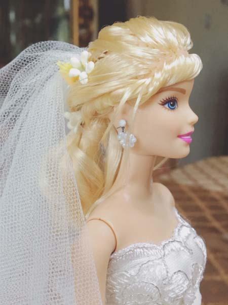 バービー人形 ウェディングドレスを着せてみて