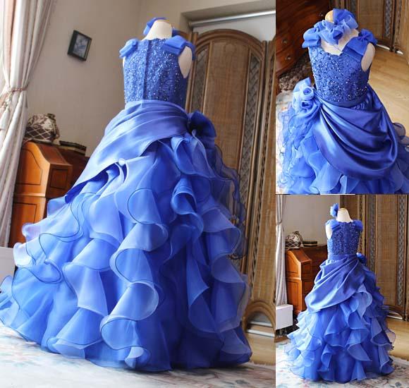 豪華なフリルのドレス ブルーミックス