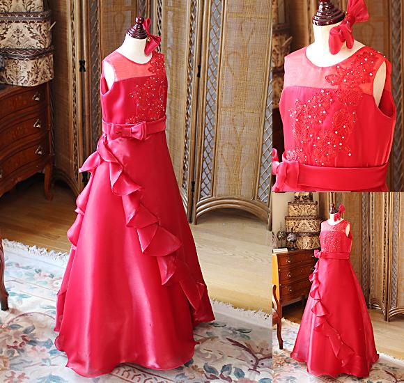 シンプルで清楚なドレス ドレープフリルを中心に表現するステージドレス