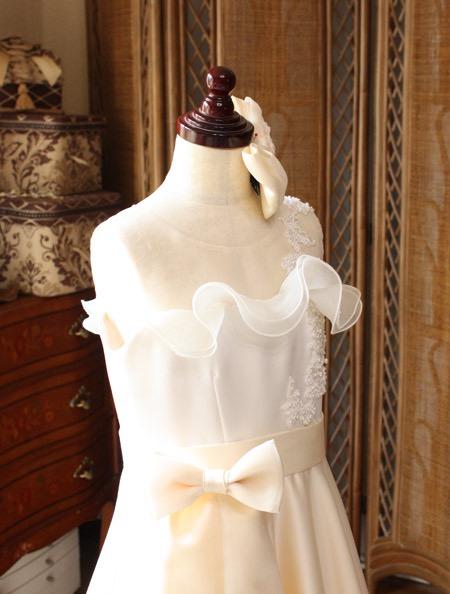 ドレス選び 素敵な上半身デザイン
