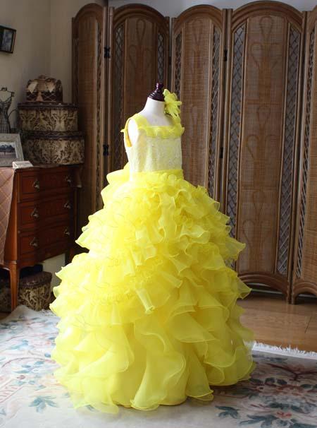 黄色のドレス選び ピアノやヴァイオリンの演奏者