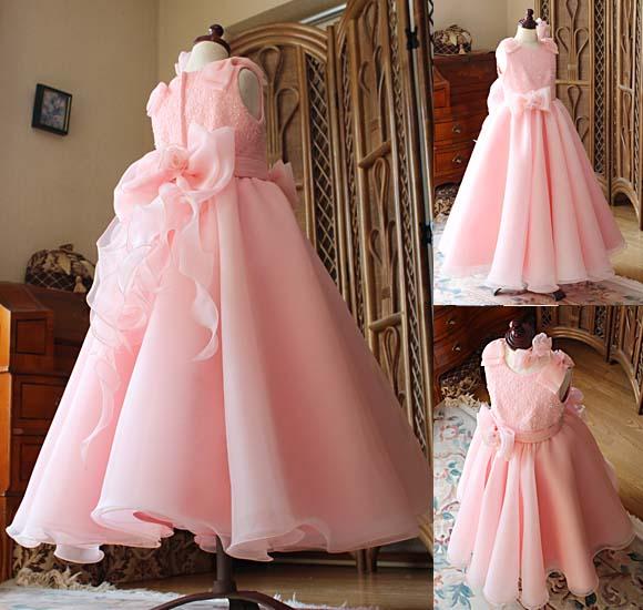 スカートの表情 複数色のピンクとオレンジを重ねたスカート