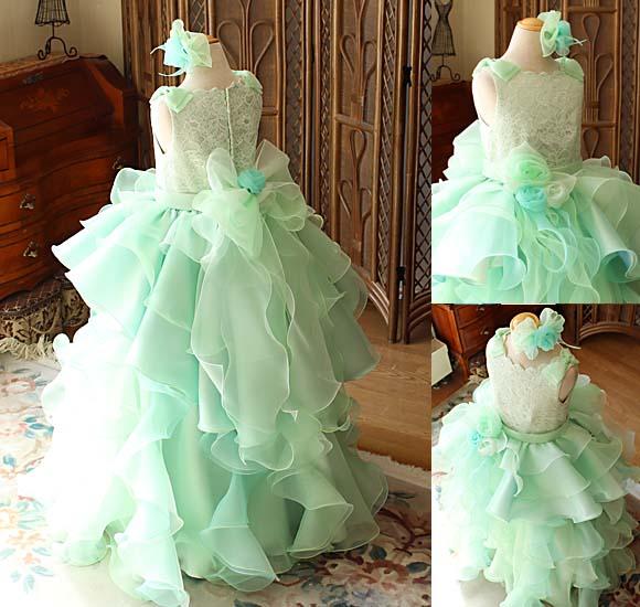フリルとオーバースカート インパクトを与えるドレス