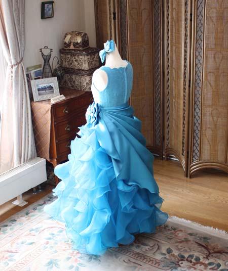 ピアノの演奏者とヴァイオリンのアーティストのドレス選び