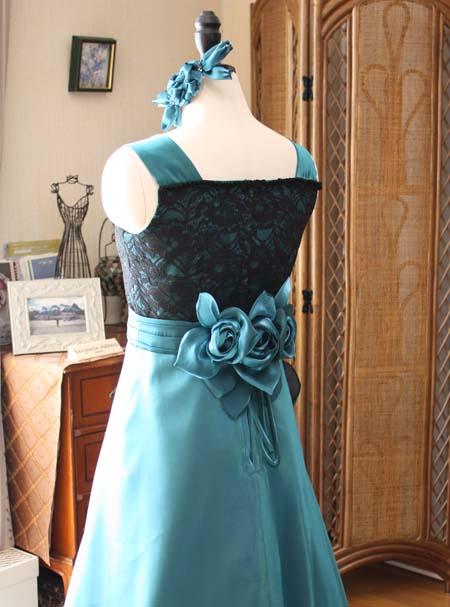 大人らしいデザインを選ぶ傾向 ロングドレス