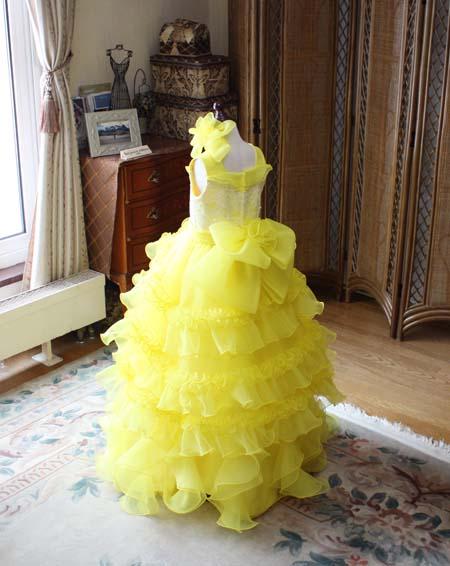 黄色の合わせたスカートデザイン