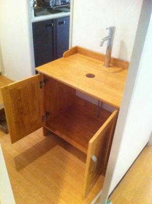 新しい洗面台の設置