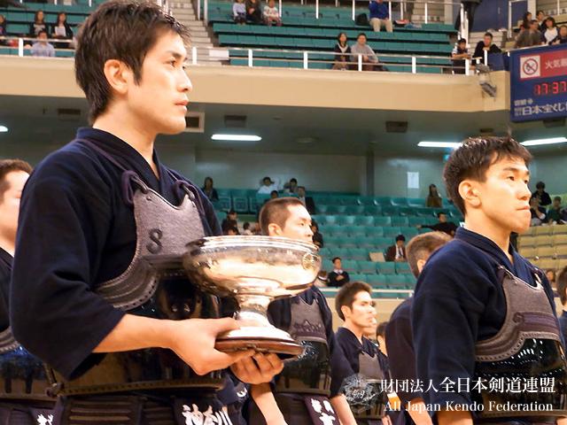 第58回全日本剣道選手権大会優勝高鍋選手と二位内村選手