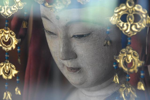 生人形「聖観音菩薩」(松本喜三郎作 熊本市「来迎院」蔵)