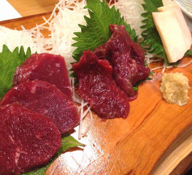 山梨甲州市塩山団体観光ツアー予約美味しい馬刺料理しほうとう