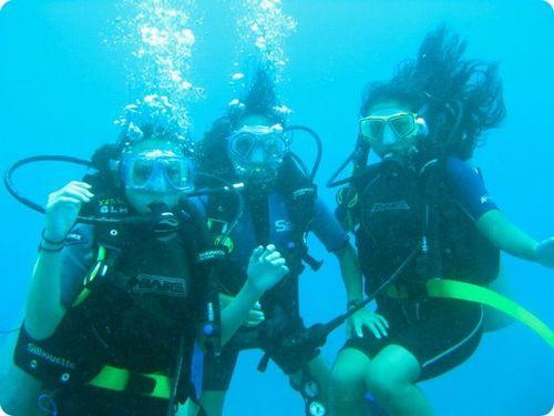 夏休み那覇市観光ダイビング体験家族で貸切できるオススメショップおじいちゃんおばあちゃんも楽しめる