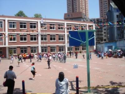 ホテル前の朝鮮族学校