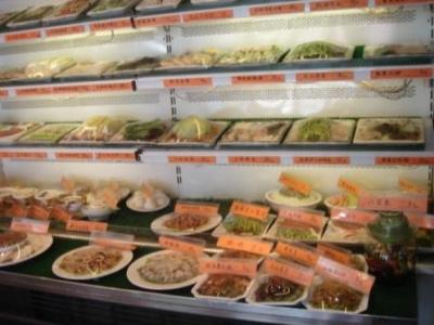 大連海鮮料理の店先2