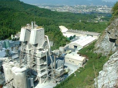位登産業の石灰焼成炉(メルツ炉)