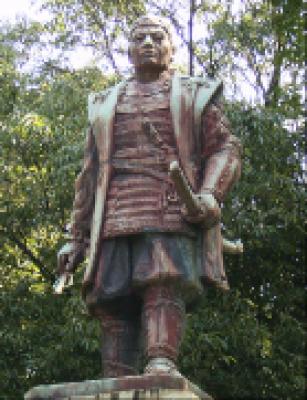 真木和泉の銅像