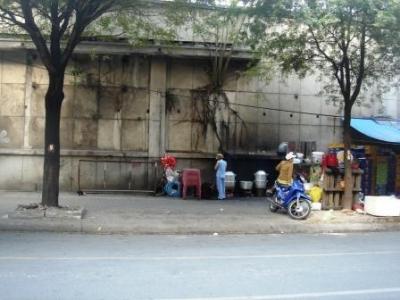 ベトナム路地の屋台食堂