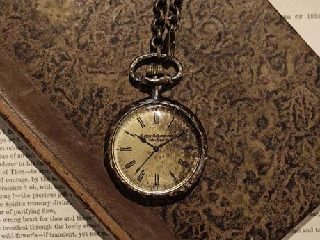 アンティークな懐中時計