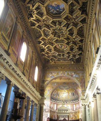 ローマ サンタ・マリア・イン・トラステヴェレ教会内部