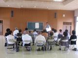 高齢者の靴選び、岐阜県瑞浪市コニュニティーセンターでシューフィッターが足からの健康法を講演。あしに合った靴で生き生き長生き。健康な足にするために足に合った靴で歩く